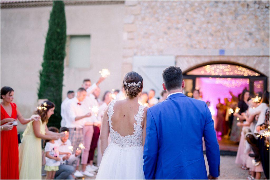 Arrivée des mariés au Grand Logisson à Valensole pour la réception