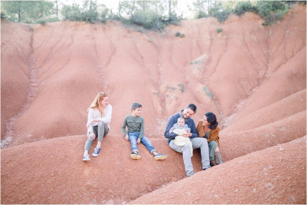Photo seance famille bébé Aix en Provence en exterieur
