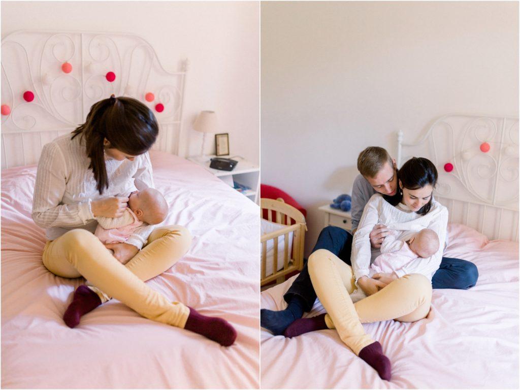 seance photo naissance bébé avec ses parents sur le lit pendant la tétée