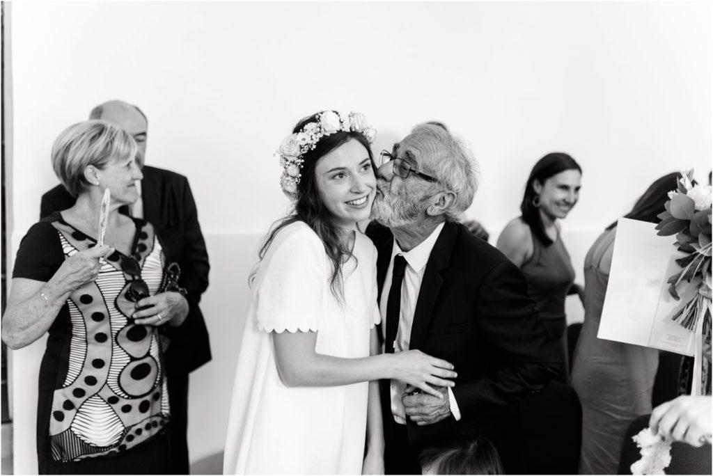 Pere emu au mariage de sa fille à la mairie