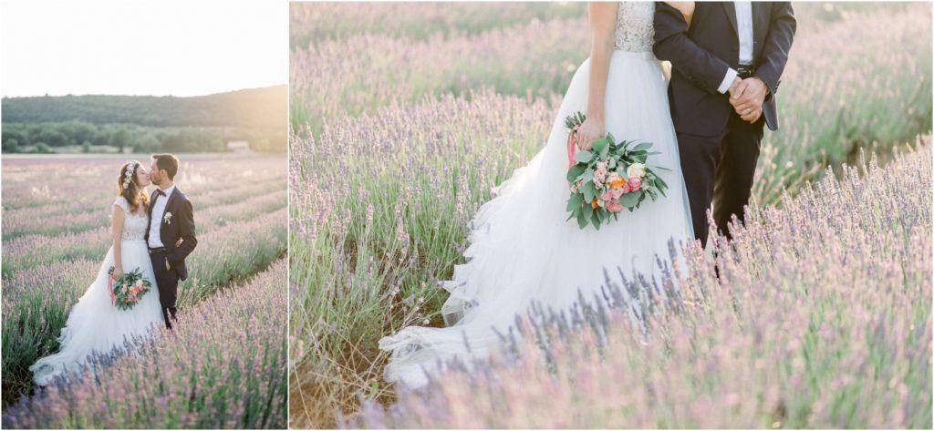 Photo mariage Forcalquier mariés dans champs de lavande au coucher du soleil