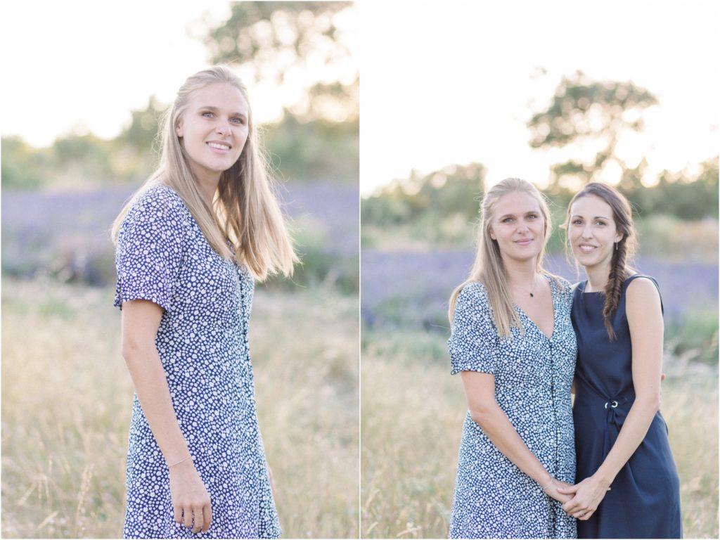 seance photo entre soeurs dans un champ de lavande vers Forcalquier
