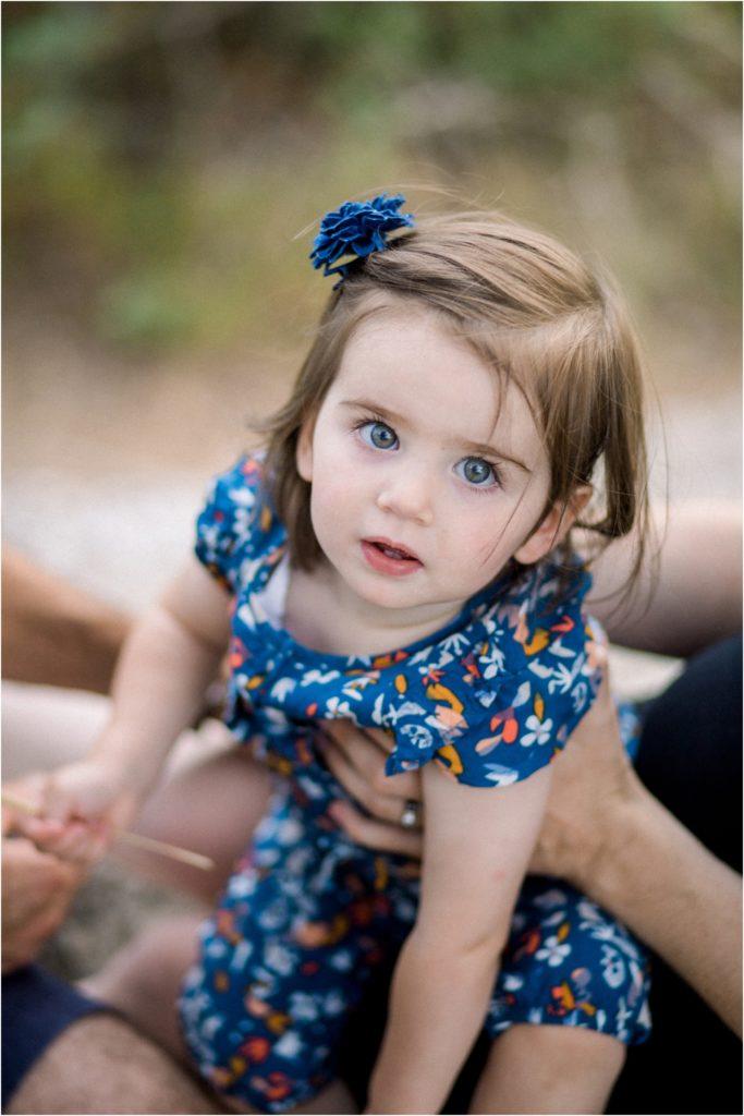 photo bébé lors d'une séance photo grossesse en famille entre Pertuis et Aix-en-Provence