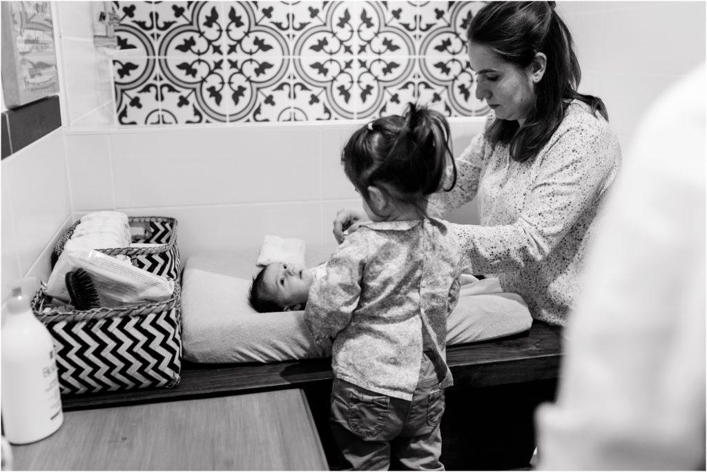 séance bébé à domicile changement couche par maman